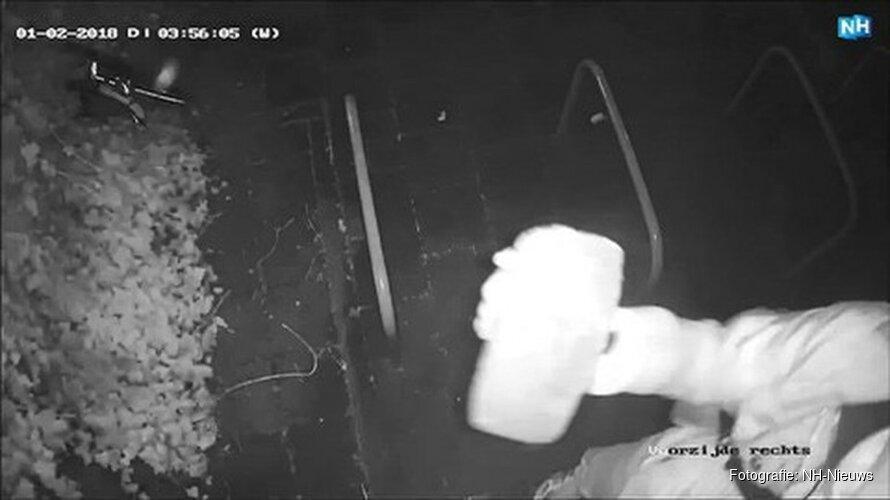 Man steelt beveiligingscamera's in Amsterdam