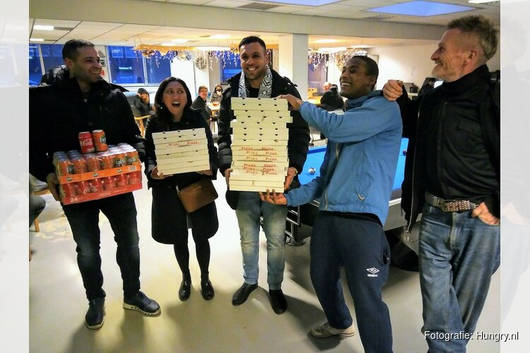 Amsterdamse daklozen verrast met pizza's