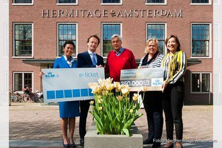 250.000ste bezoeker Hollandse Meesters verrast met vliegtickets Amsterdam – St.-Petersburg