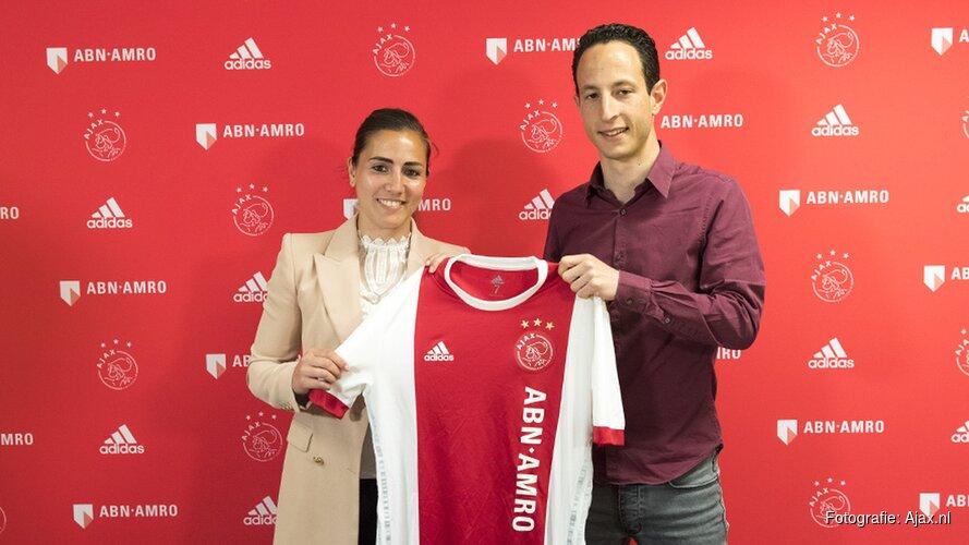 Vanity Lewerissa tekent bij Ajax-vrouwen