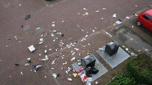 """Buurt in Hoofddorp wil aanpak rondzwervend huisvuil: """"We zijn het zat!"""""""