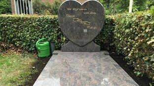 """Na 14 jaar een grafsteen via crowdfunding: """"Ik ben heel dankbaar"""""""