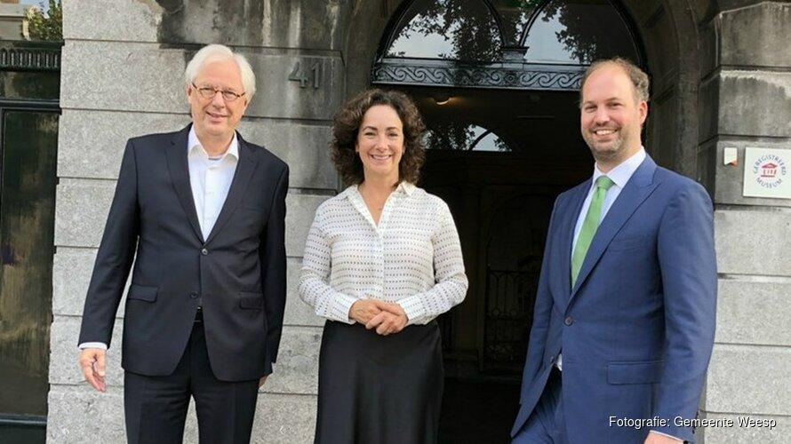 Burgemeester Halsema brengt bezoek aan Weesp