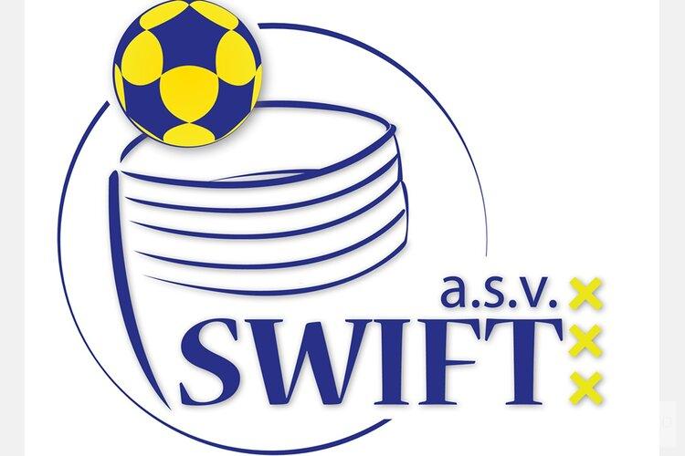 Korfbalvereniging A.s.v. Swift krijgt jubileumpenning