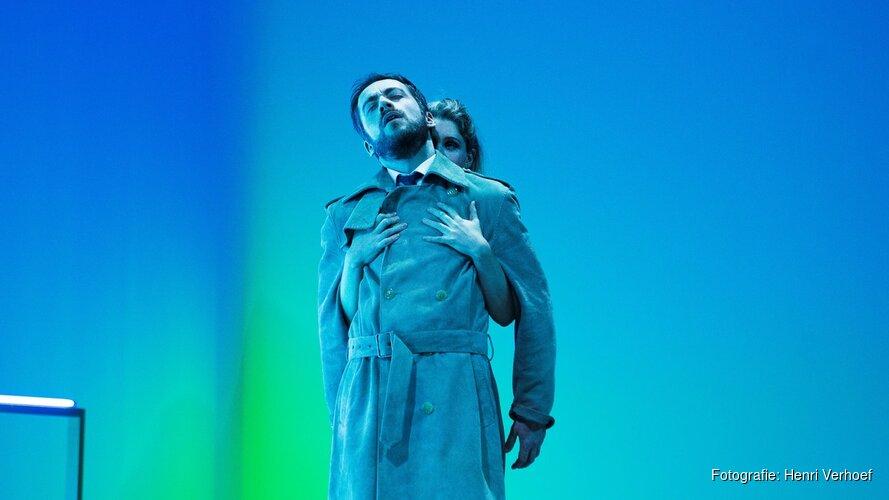 Nanouk Leopolds theaterregiedebuut 'Uit het leven van marionetten' terug in Amsterdam