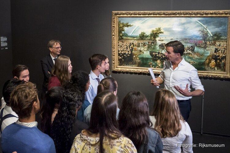 Minister president Mark Rutte geeft geschiedenisles in Rijksmuseum