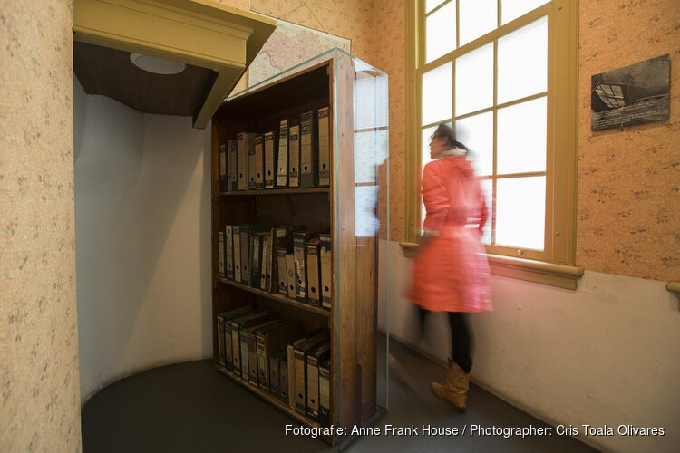 Koning opent vernieuwde Anne Frank Huis
