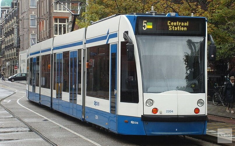 Tramverkeer Amsterdam ontregeld na ontsporing en aanrijding