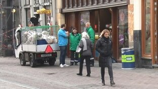 """Amsterdamse 'buurtconciërges' moeten ondanks succes stoppen: """"Belachelijk!"""""""