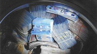 350.000 euro aangetroffen in wasmachine