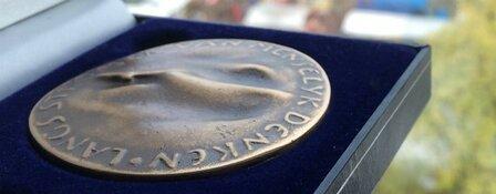 SV West ontvangt Jubileumpenning voor 150 jaar sport