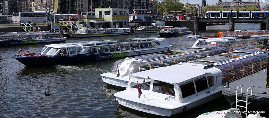 Amsterdam in rustiger vaarwater
