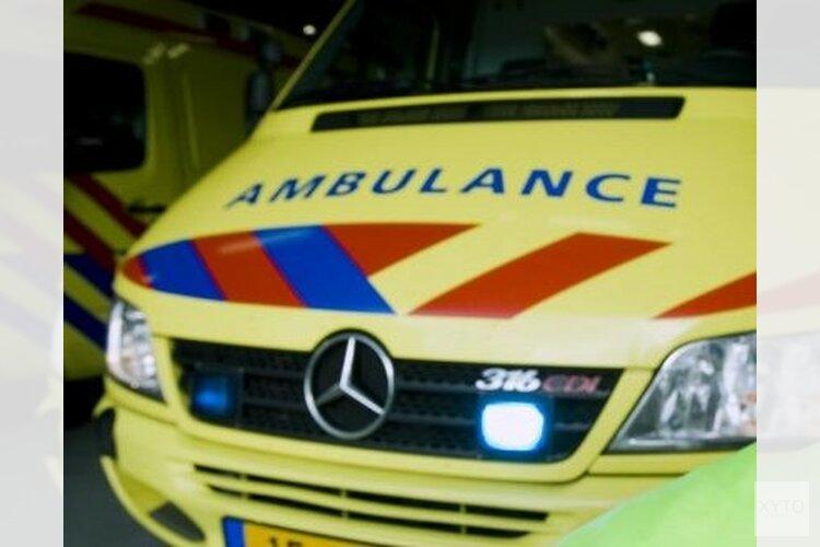 Drenkeling in centrum Amsterdam met onderkoelingsverschijnselen naar ziekenhuis