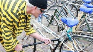 Zestig fietsen aangetroffen bij pseudokoop