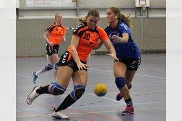 Handbalsters SV Zeeburg behouden aansluiting met top