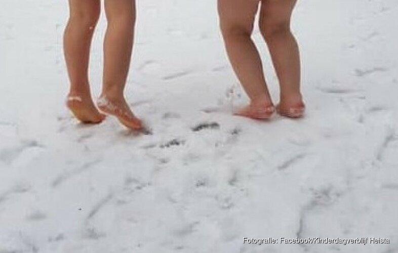 """Kinderdagverblijf laat kinderen blootvoets in sneeuw spelen: """"Sporen jullie wel?"""""""