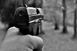 Vuurwapen aangetroffen na melding bedreiging