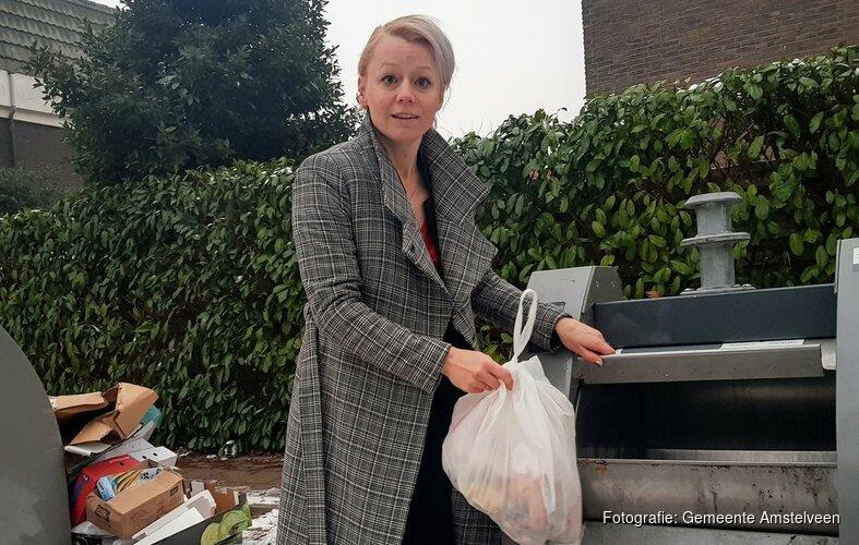 Wethouder Floor Gordon komt in actie tegen afval in het straatbeeld
