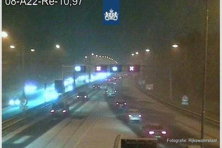 'Sneeuwstoring' in Wijker- en Velsertunnel zorgt voor lange files op A9