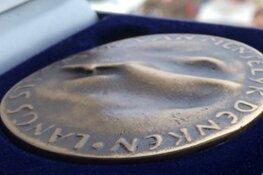 Jubileumpenning voor 100-jarige Openbare Bibliotheek Amsterdam