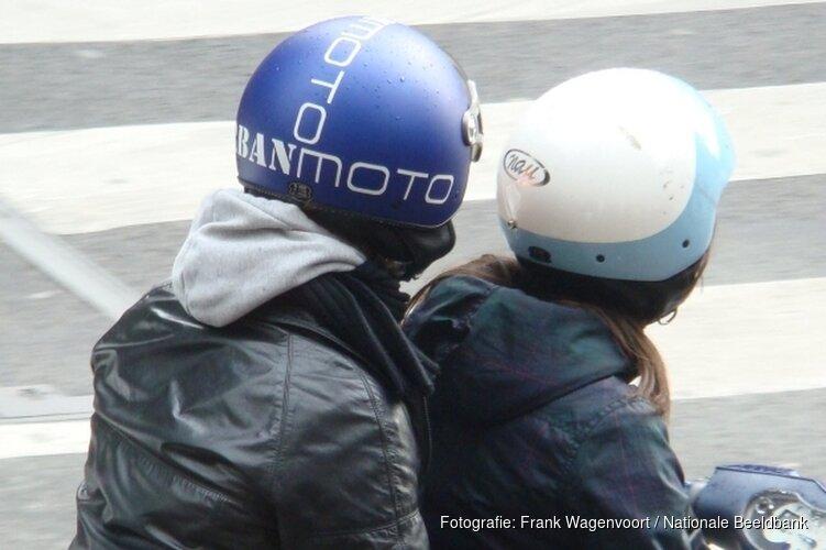 Snorfietsers vanaf 8 april helm op