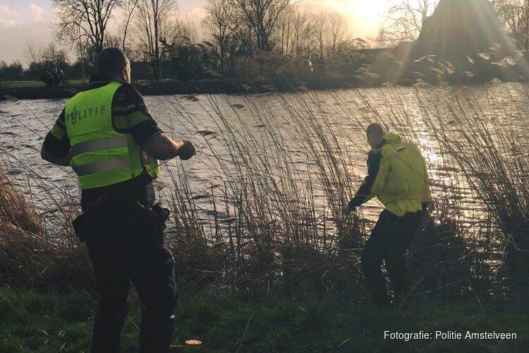Agenten vissen tas met inbrekersgereedschap uit water in Amstelveen