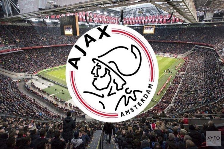 Titelstrijd weer spannend: Ajax met tien man langs PSV