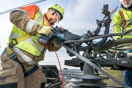 Honderden meters bovenleiding gerepareerd in Weesp: treinverkeer weer op gang
