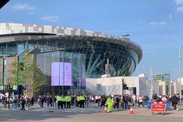 Rellende Ajacieden blijven langer vastzitten in Londen