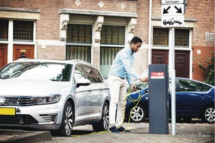 Laadpalen Amsterdam geven meer vermogen bij zonnig weer
