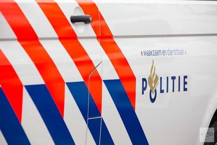 Auto scheurt over N247 in Amsterdam en komt ondersteboven tot stilstand