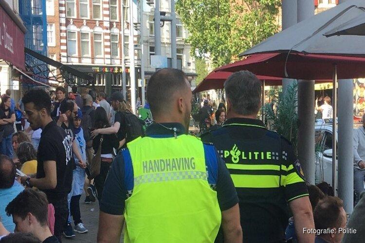 Proef samenwerking politie en handhaving bij grote handhavingsactie in het Centrum: 18 aanhoudingen, bijna 150 boetes