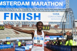 Nederlands snelste marathonloper Abdi Nageeye aan start van TCS Amsterdam Marathon