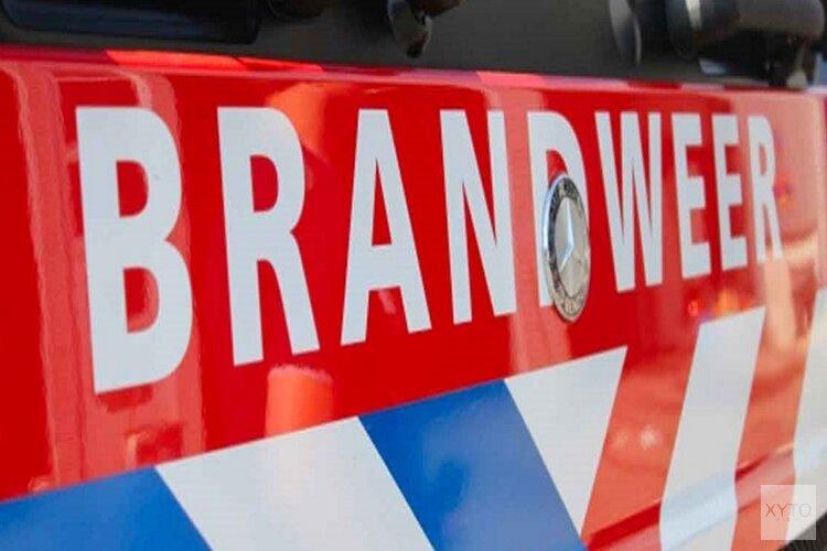 Brand in bestelbus slaat over naar geparkeerde auto