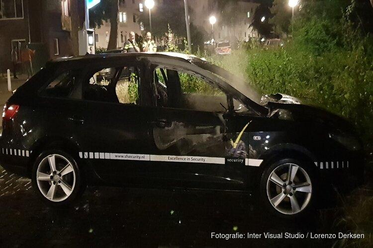 Auto van beveiligingsbedrijf in brand