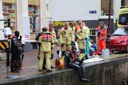 Volle auto belandt in gracht centrum Amsterdam: één slachtoffer gereanimeerd