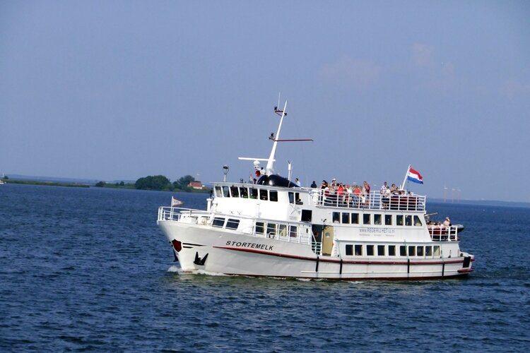 Bootverbinding van Amsterdam naar het Zuiderzeemuseum in Enkhuizen