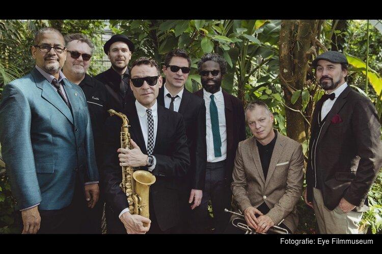Eye am Sonntag: New Cool Collective speelt nieuwe score bij Menschen am Sonntag
