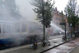 Vrachtauto met container grof vuil in de brand op de Admiraal De Ruijterweg