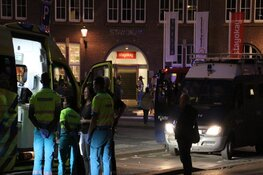 Brand in kelder van hostel in Amsterdam, gasten korte tijd op straat