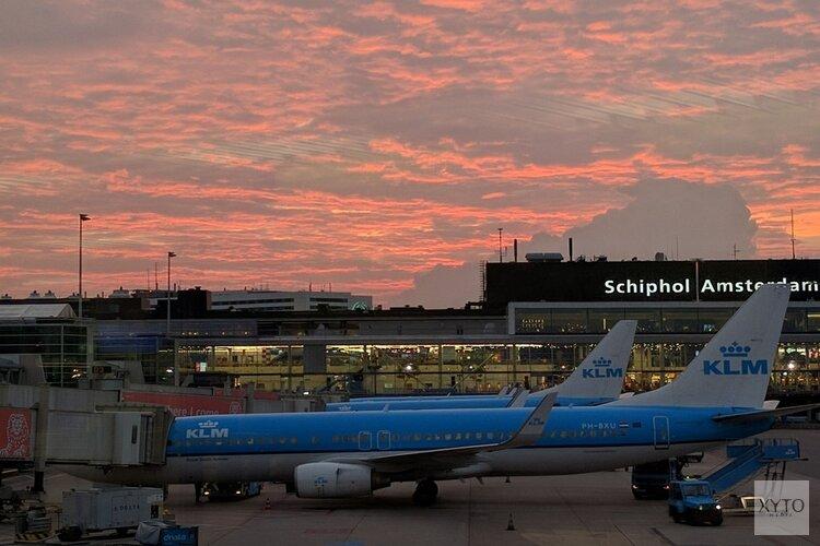 Agressief en dronken in de lucht: vier Italianen aangehouden op Schiphol