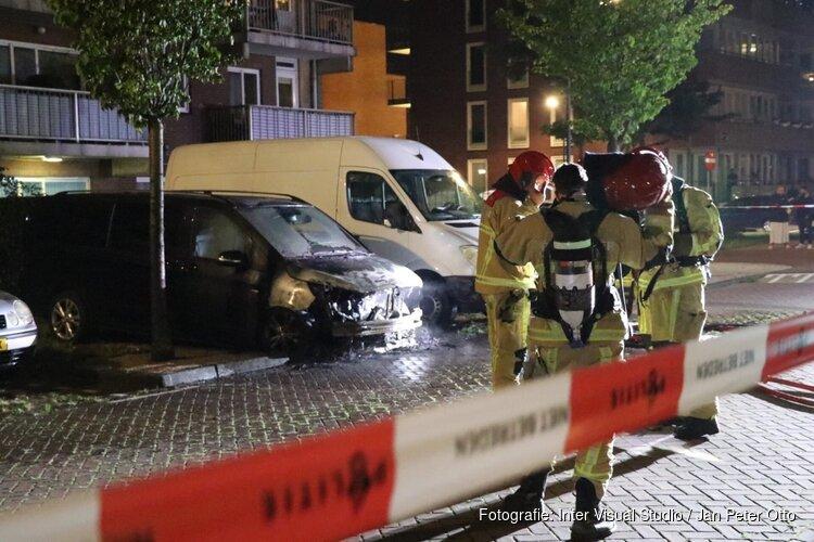 Taxi uitgebrand in Amsterdam, buurtbewoners hoorden harde knal
