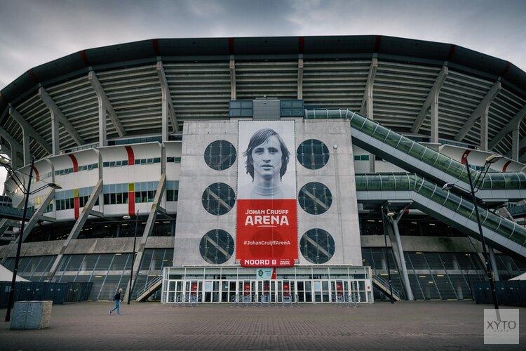 Standbeeld en stadion van Cruijff in Barcelona