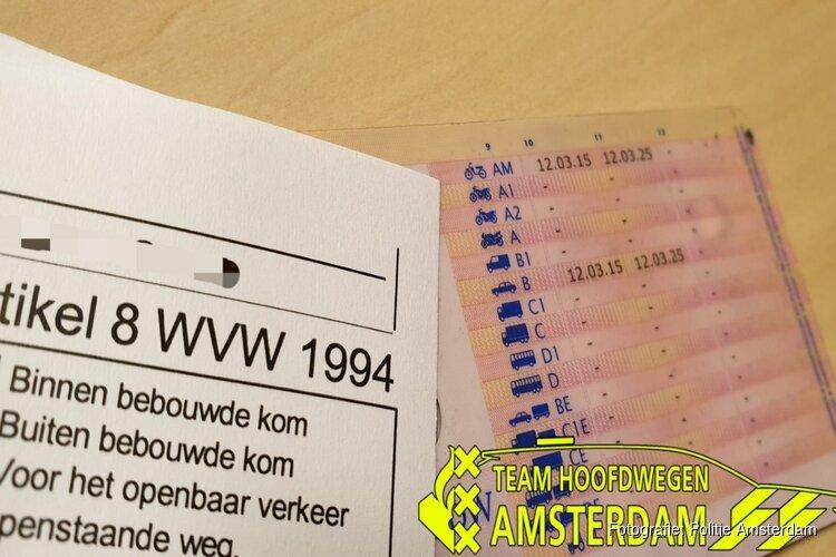 Beginnend bestuurder racet met 173 kilometer per uur over de ring van Amsterdam