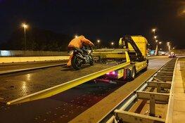 Motorrijder aangehouden na aanrijding