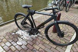 Elektrische fiets vliegt in brand in Amsterdamse woning