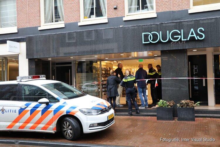 Man met mes overvalt Douglas in Amsterdam