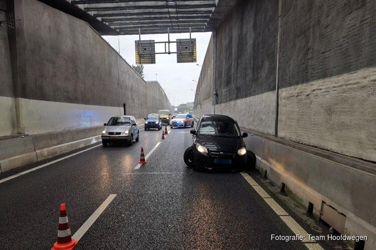 Taxichauffeur onder invloed van lachgas crasht in Coentunnel