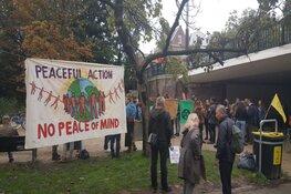 Ongeveer 40 klimaatactivisten opgepakt bij ABN Amro-kantoor