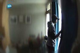 Jonge inbreker flat Kleiburg in Amsterdam-Zuidoost herkenbaar in beeld